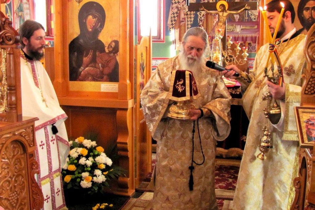 IPS Pimen s-a împărtășit cu călugării de la mănăstirea Sfântul Ioan. Niciunul nu este infectat!