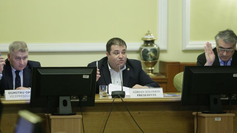 PNL și PSD au eliminat prin lege educația sexuală din școli.