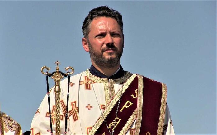 Stefan Mindea, Medic neurochirurg hirotonit preot la Manastirea Vacarestii Noi