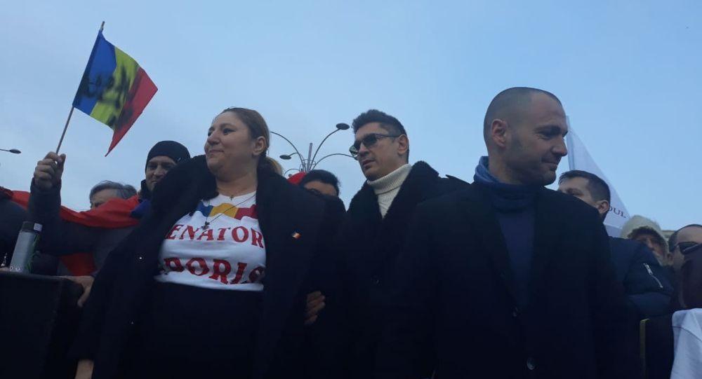 """Manifestații în toată țara: """"Șoșoacă și Chitic le-au dat curaj!"""""""